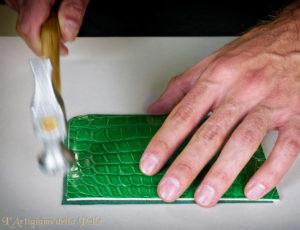 Assembling Luxury Leather Bag - Assemblaggio borsa in pelle pregiata