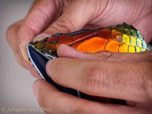 Assembling Snake Leather Bag - Assemblaggio borsa in pelle di serpente